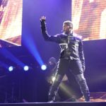 Usher woos fans with his OMG Tour