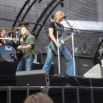 Nickelback set to release 2 singles simultaneously